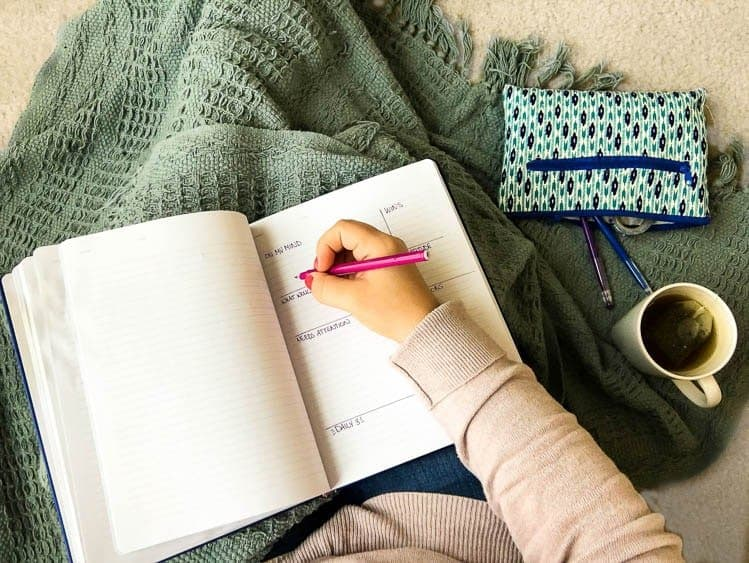 creating a 10 minute morning journaling routine for self reflection and goal setting by small stuff counts